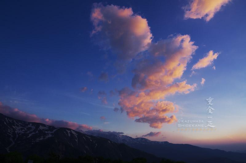 夜明け前 アルプス平から北方の空