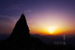地蔵の頭で朝陽を迎える