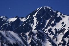 月光下の五龍岳