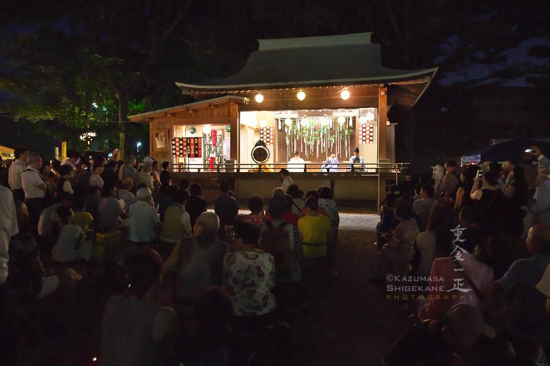 所澤神明社 七夕祭 雅楽の演奏に聞き入る