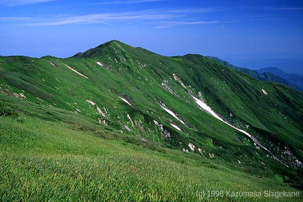 飯豊連峰 梶川尾根から地神山を望む