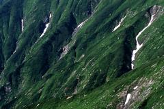 飯豊連峰 梶川尾根から北股岳を望む