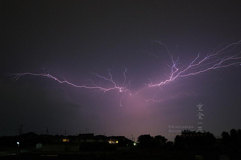 夜空を舞う雷