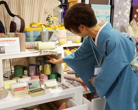 上田紬 小岩井カリナさんの展示