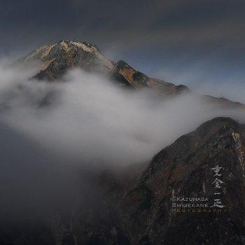 月光に浮かぶ五龍岳