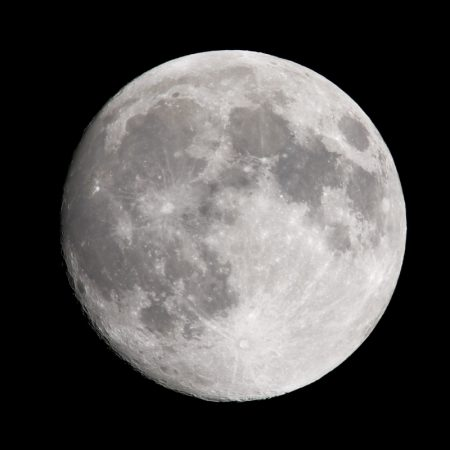 平成三十一年二月十九日 近地点の月