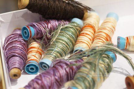 小岩井紬工房 体験織りの緯糸