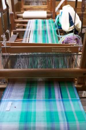 小岩井紬工房 機織り