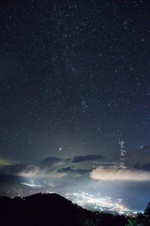 星々と白馬村の夜景